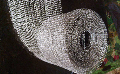 Demister and knitted wire mesh